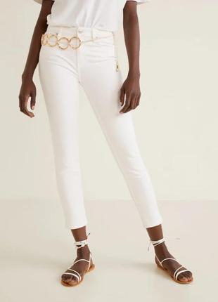 Актуальные белые джинсы скинни skinny 34, mango, моделирующие ...