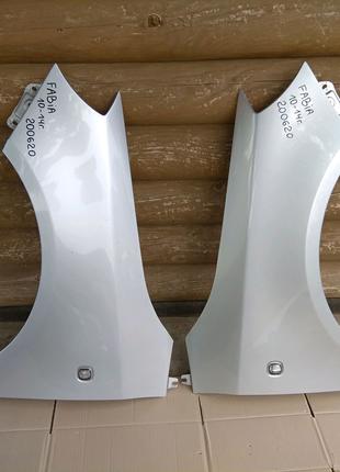 Крыло крило левое правое Skoda Fabia Roomster 5J0821021 5J0821022