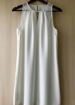 Белое платье с прозрачной вставкой и кружевами promod / m