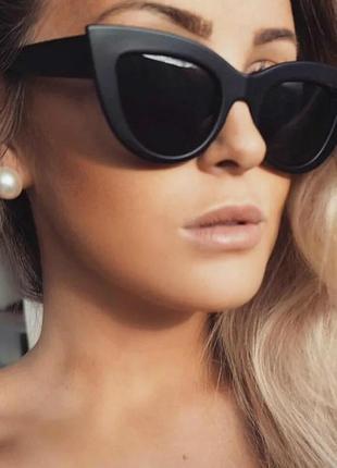 Женские солнцезащитные очки «кошачий глаз» матовый черный