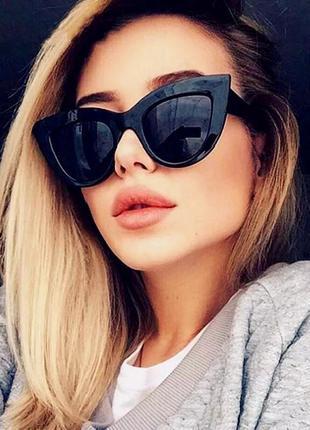Женские солнцезащитные очки «кошачий глаз» черный глянец