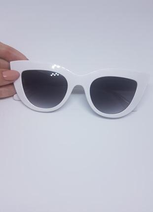 Женские солнцезащитные очки «кошачий глаз» белые