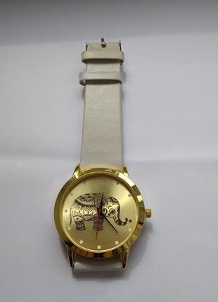 Часы со слоном