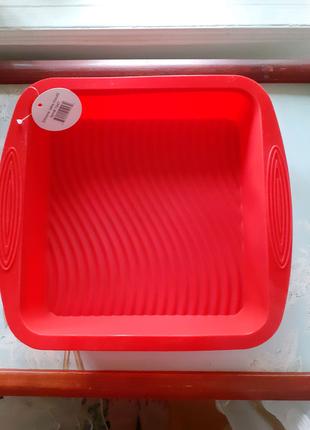 Форма силиконовая квадратная для выпечки.