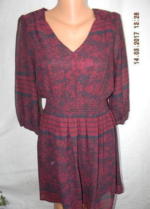 Платье цвета марсала с принтом