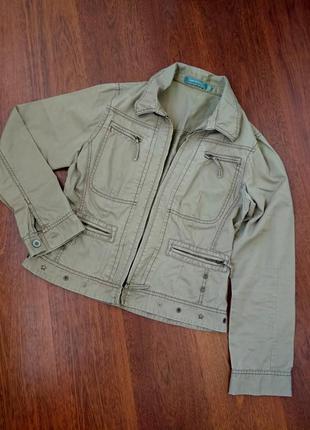 38-40р. песочная куртка-пиджак ветровка с заклёпками sandwich