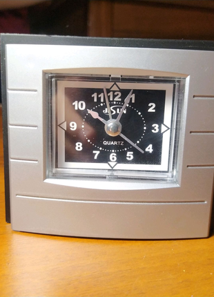 Настольные часы с будильником! Даже не пользовались!
