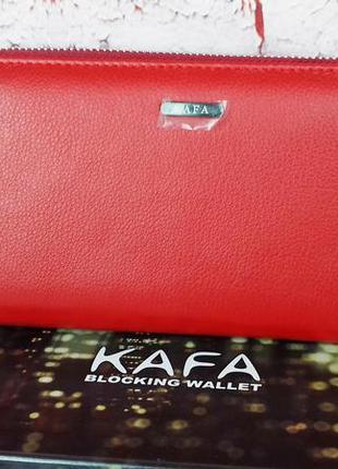 Красивый кожаный кошелек. красный кошелек натуральная кожа. же...