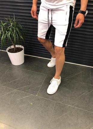 Белые шорты с лампасами