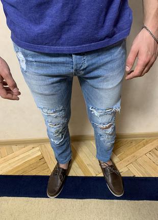 Мужские зауженные джинсы с рваностями скини 32