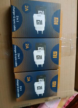 Зарядное устройство и кабель Xiaomi.