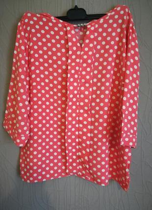 Блузка алого цвета в горошек