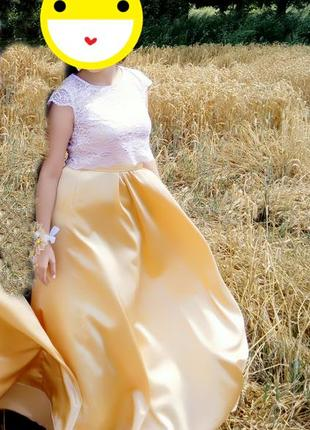 Очень красивое золотистое платье