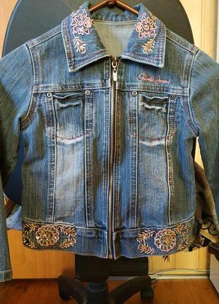 Джинсовая куртка для девочки gloria jeans в отличном состоянии...