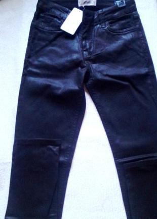 Стильные джинсы скины с восковым эффектом mango. оригинал.