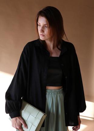 Черная льняная рубашка с объемными рукавами