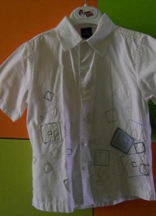 Класна сорочка на 2 - 3 роки, більшомірить, тому буде на довше.