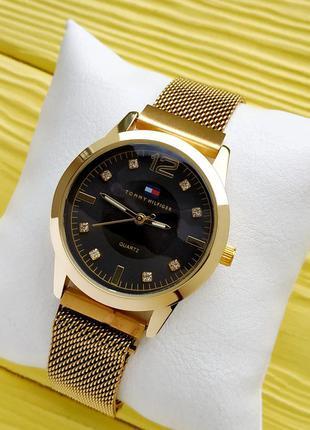 Женские наручные часы золотые с черным, на плетенном браслете ...