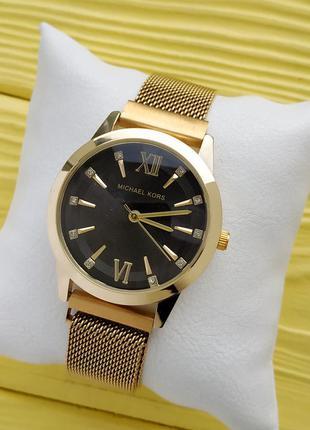 Женские наручные часы золото с черным, на плетенном браслете с...
