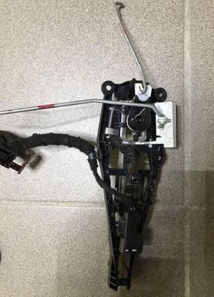 Механизм ручки двери передней левой Chevrolet Volt 11-15