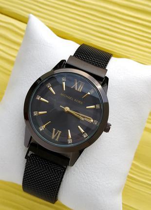 Женские наручные часы Michael Kors черного цвета с ма...