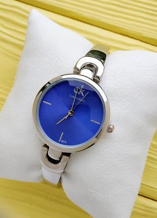 Женские наручные часы серебро с синим на тонком браслете