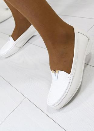 Женские туфли мокасины на низком ходу белые