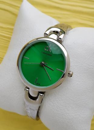 Женские наручные часы серебро с зеленым на тонком браслете