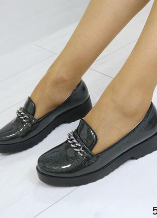 Женские туфли на низком каблуке  лакированные