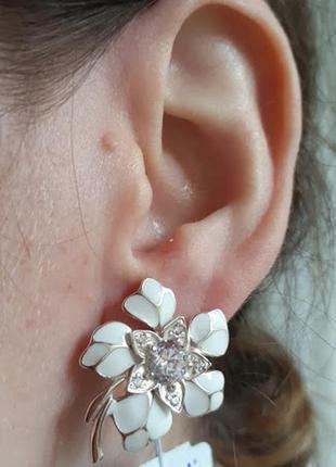 Серебряные серьгит с белой эмалью