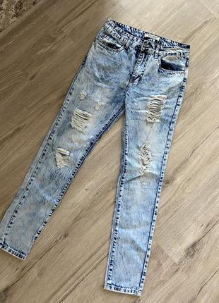 Стильные рваные джинсы варенки