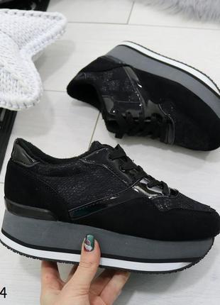 Женские кроссовки на высокой платформе