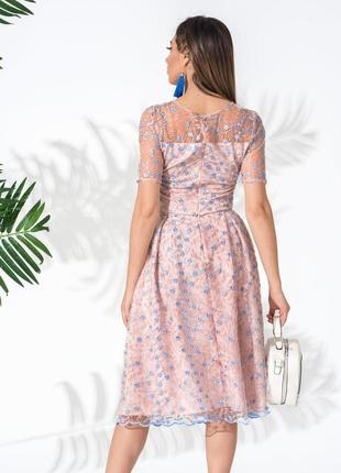 Костюм с цветочной вышивкой розовый