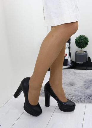 Туфли женские чёрные на высоком каблуке