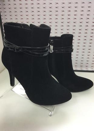 Ботинки на высоком каблуке черные код 20403