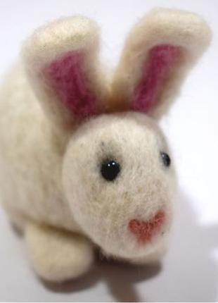 Заяц игрушка из шерсти