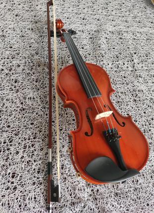 Скрипка1/4,смичок,мостик,чохол(все підібрано під розмір скрипки)