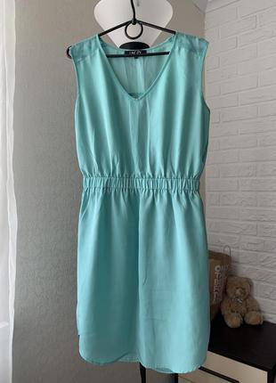 Платье красивое  светло-бирюзовое летнее пояс резинка