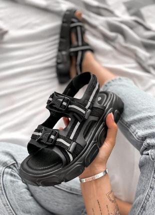 Шикарные женские сандалии в черном цветет (36-40)
