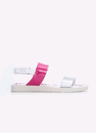 Босоножки / сандалии для девочки