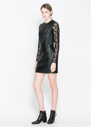 Черное кожаное платье с гипюром.