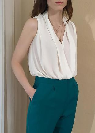 Легкая струящаяся блузка классика