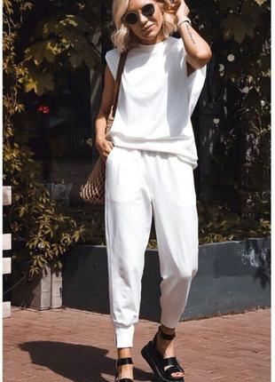 Женский костюм. Жіночий костюм Футболка и брюки