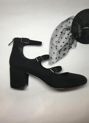 Красивые,новые,высокие,замшевые туфли,босоножки,толстый каблук...