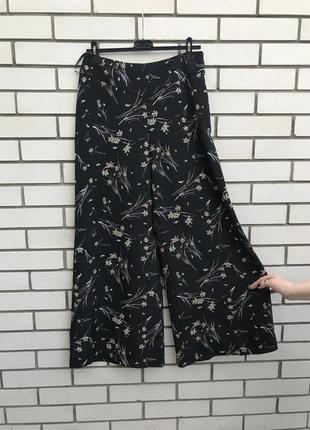 Новые брюки,штаны,кюлоты,шорты черные в цветочный принт,  m&co