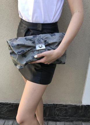 Серый, кожаный клатч,сумочка без ручки в цветочный принт