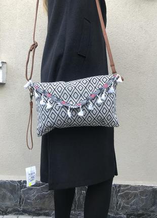Новая,габиленовая сумка,клатч с помпонами на одно плечо,кроссб...