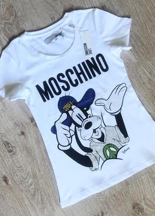 Новая женская футболка с модным узором.