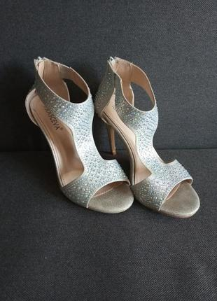 Блестящие босоножки.  босоножки. туфли . высокий каблук. страз...