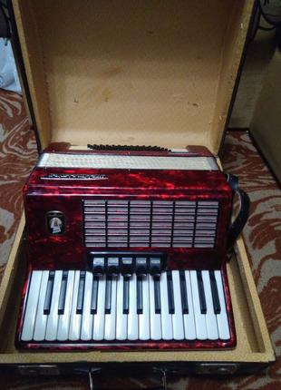 Красивий німецький акордеон 2/4 Weltmeister Stella,  на 60 басів.